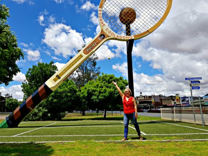 Big Things of Australia - The Big Tennis Racket Barellan NSW