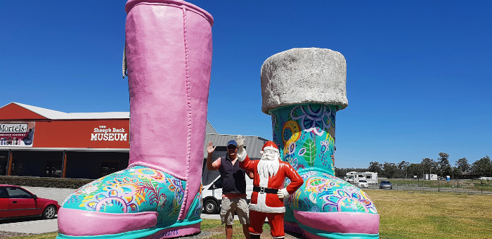 Big Things of Australia - The Big Ugg Boots Thornton NSW