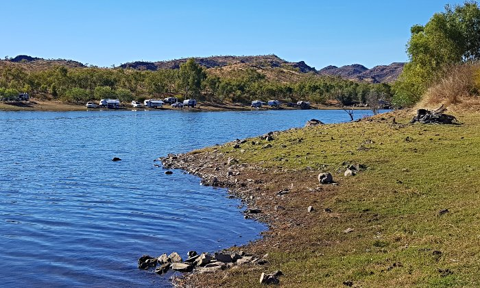 Plenty of space around the dam for free camping