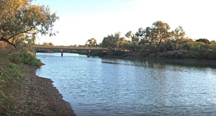 Longreach Free Camping Area alongside the Darr River