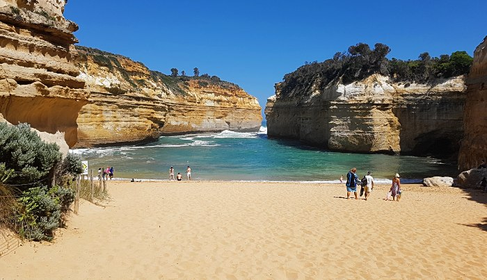 19 Spectacular Secret Beaches - Loch Ard Gorge