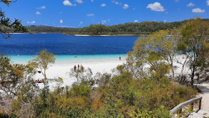 Beautiful Lake McKenzie on Fraser Island