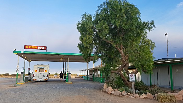 How to save money on Fuel - Filling up on the Nullabor
