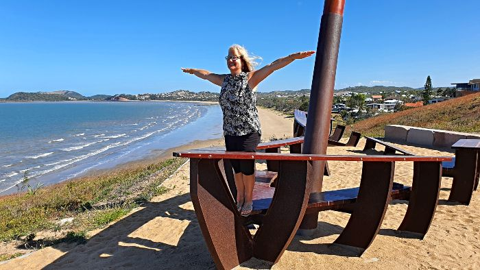 Adele doing a Titanic impression on the wooden sculpture of the Selina