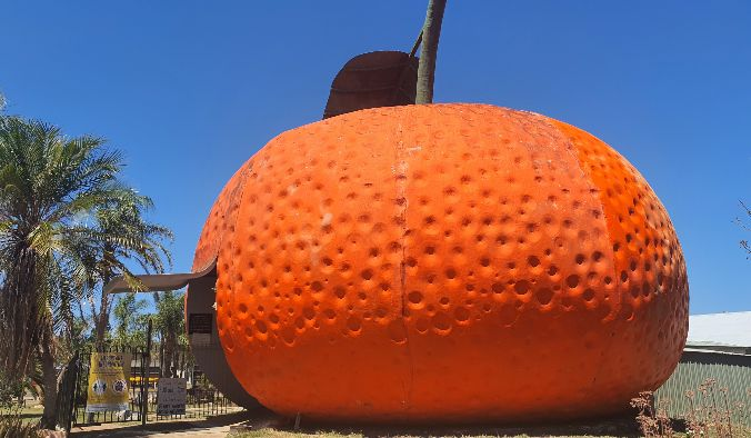 Big Things of Australia - The Big Mandarin at Mundubbera Qld