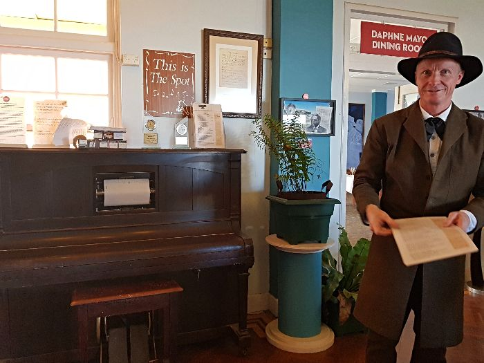 Wathcing the Waltzing Matilda re-enactment at the North Gregory Hotel