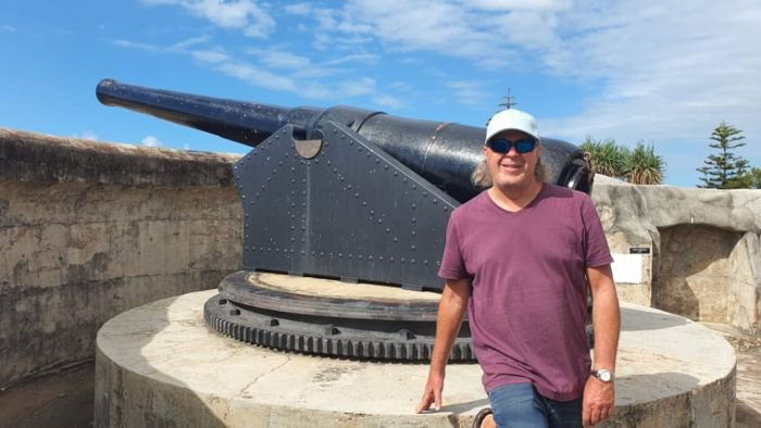 Kev and the Gun battery